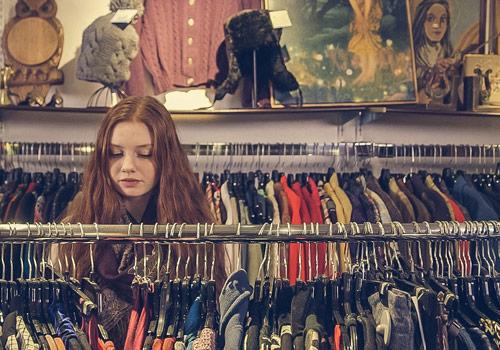 Comptoirs vestimentaires et meubles - Fripperie